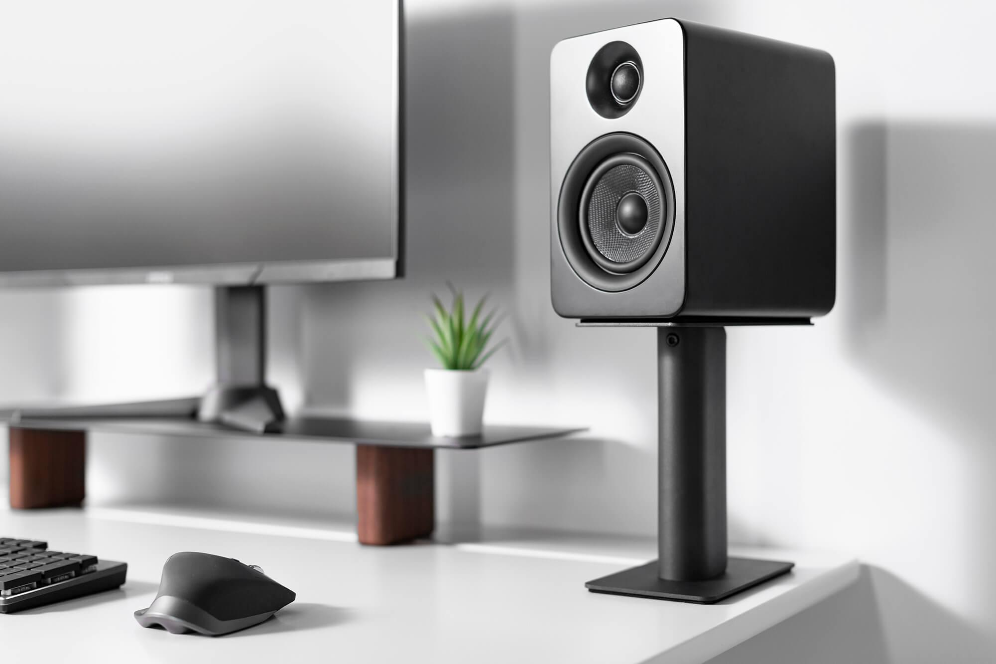 sp9_speaker-stand_lifestyle-3